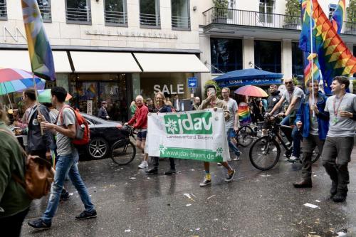 Die JDAV Bayern und Baden-Württemberg war sogar mit eigenem Banner dabei und