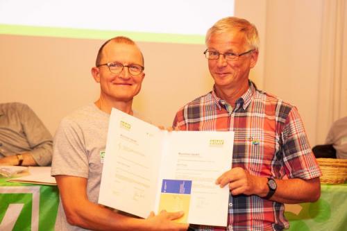 Zusammen mit Gert, der als Vorstand das Thema Mitglieder weitergetrieben hat. Und ebenfalls seit vielen Jahren Bergtouren anbietet und jetzt in unserer Hochtourengruppe aktiv ist. Herzlichen Dank Jutta und Gert!